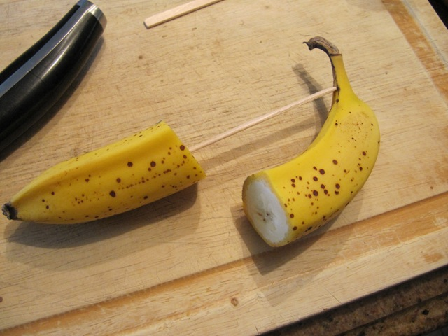 how to cut a frozen banana